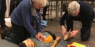 """Stichting Hart voor Hengevelde: """"Jongeren, geef je op voor een AED-cursus"""""""
